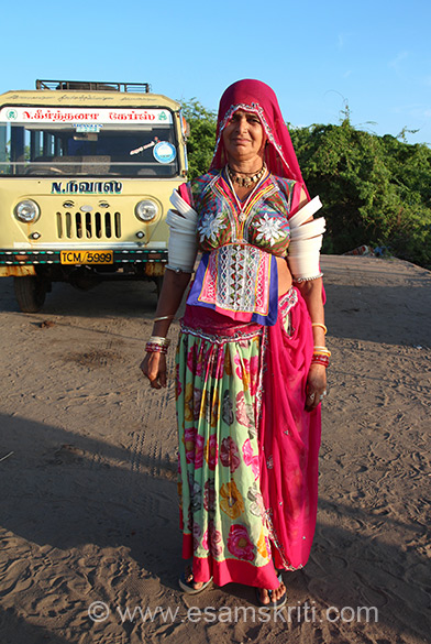 A lady from Rajasthan. It was near 5.45 pm and she was in a hurry to catch the Mahindra bus back to starting point. I too took a bus (cost Rs 75 one way) but had to wait for nearly an hour because the bus first takes back the people it brings.
