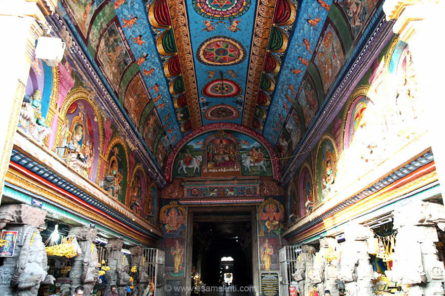 "As you walk in there are stone images and shops on either side and a nicely painted ceiling. There are five towers above the sanctum of the Lord. To read about the Towers <a href=""http://www.maduraimeenakshi.tnhrce.in/towers.aspx"" target=""_blank"">Click here</a>"