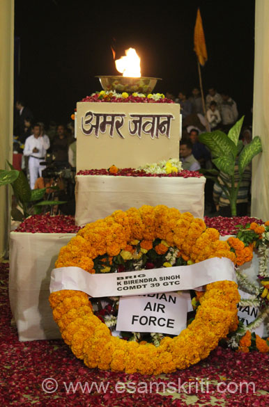 A wreath of flowers was laid at the Amar Jawan Memorial as a mark of respect to all those who made the supreme sacrifice for their country. To see pics of Jaswant Garh War