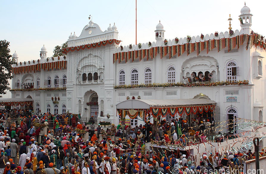 Historic Shri Keshgarh Sahib Gurdwara at Anandpur Sahib on Hola Mohalla day 2014. On 28/3/1699, the Durga Ashtami day at Nainadevi Mandir, Guru Govind Singhji came forward with a naked sword and 