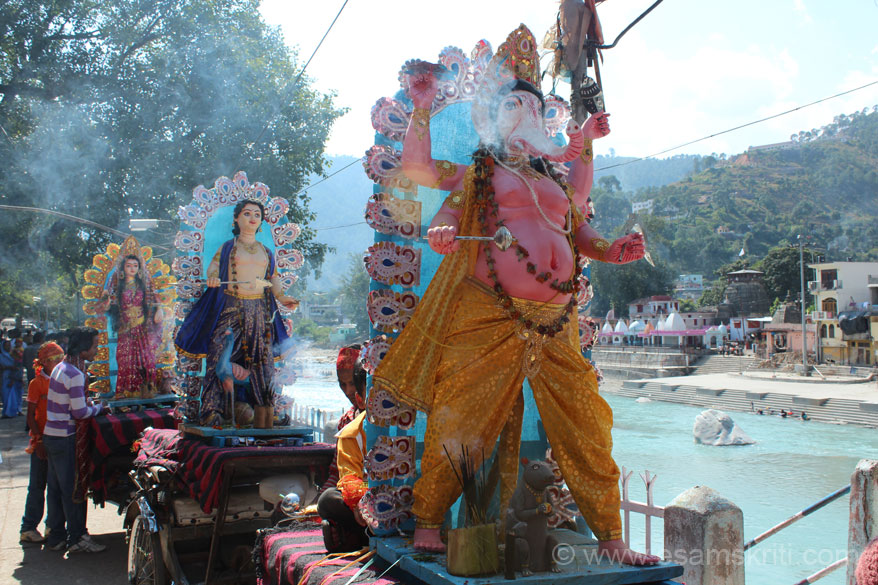I was in Bageshwar Temple (right of picture) when heard of Durga Puja celebrations. I crossed the river bridge at super speed to see the celebrations firsthand. The first