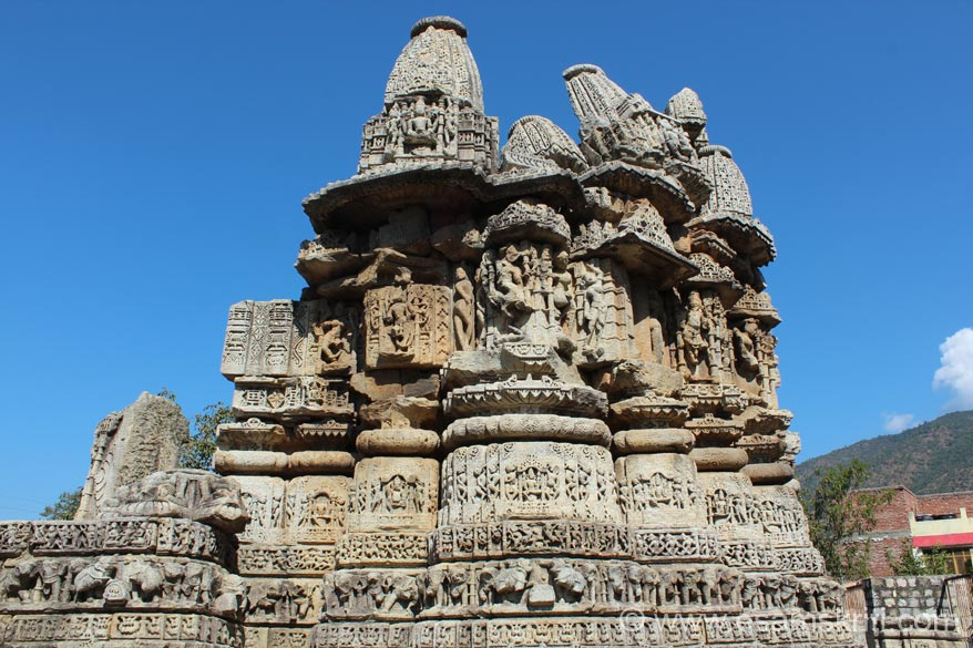 The archaeologieally and historically imp town of Dwarahat (1650 m) is situated at a distance of 38kms from Karna Prayag. There are 8 groups of ancient temples which are a splendid eg of 