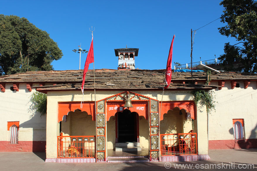 Almora is the cultural capital of Kumaon, at a height of 1646 m. In 1645 the capital of the Chand rulers was shifted from Champavat to Almora. Walk thru the bazar, enjoyable. It is a 