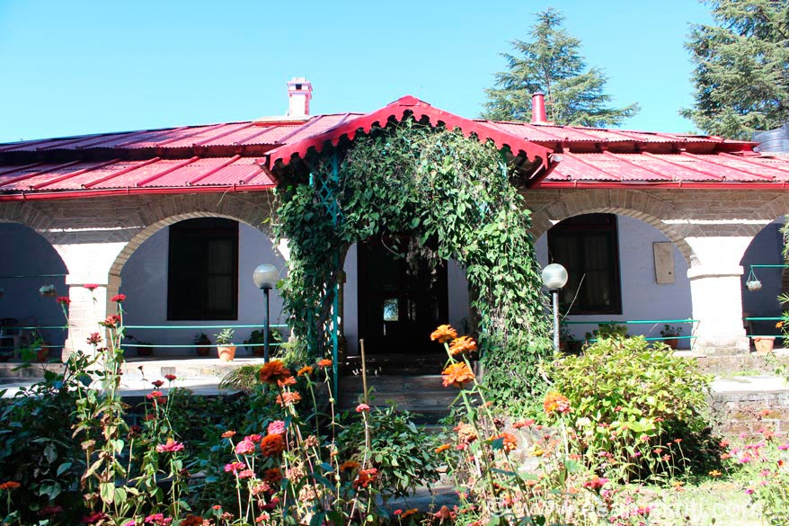 Shortly after u enter Binsar Forest area is Khali Estate. Structure that u see is a bungalow made in 1895. A Britisher Mr. Wilson was inspired when he took over the estate. It is called