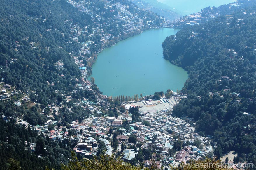 Nainital was the last stop of my 18 day Kumaon Yatra. Reached from Mukteshwar about 4pm, checked into a hotel near the bus stand at Rs 600/ a day. The lake is a minute away from