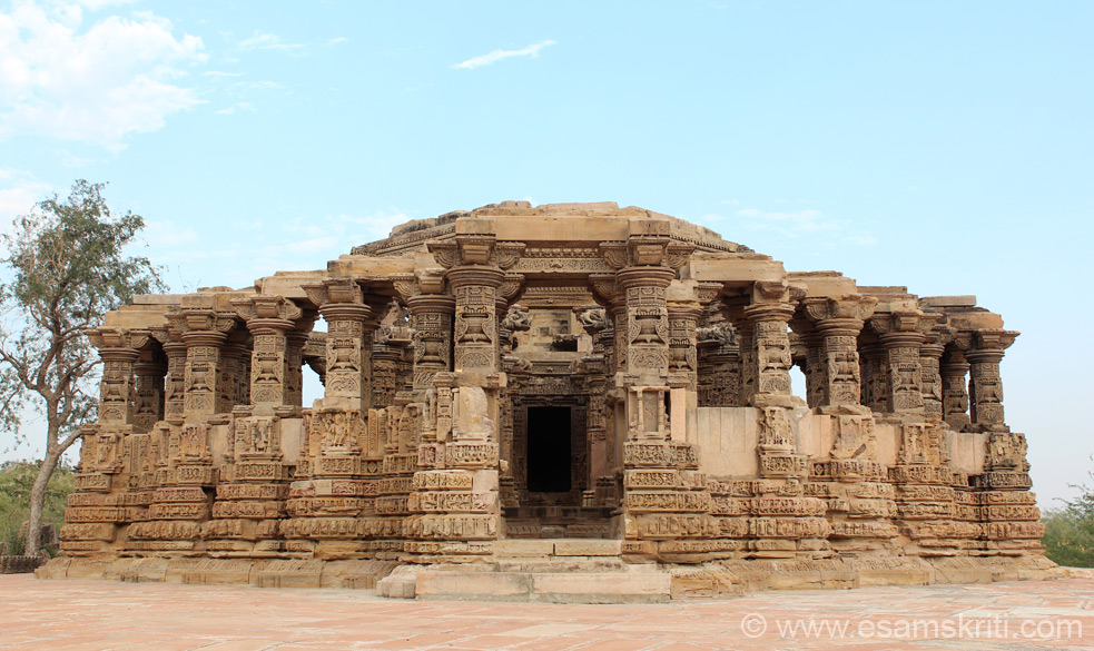 Kiradu temples are 39kms from Barmer, short and quick drive. There are 5 temples going back to about 11-12 century A.D. Biggest and best is Someshvara Mandir, a  front view is what