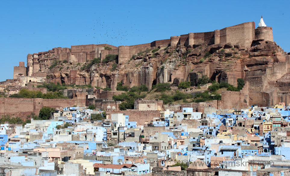 How can one visit Jodhpur without seeing Mehrangarh Fort. U see fort view from western side. I had gone for a Heritage walk thru old town, clicked from the terrace of  a home. It was