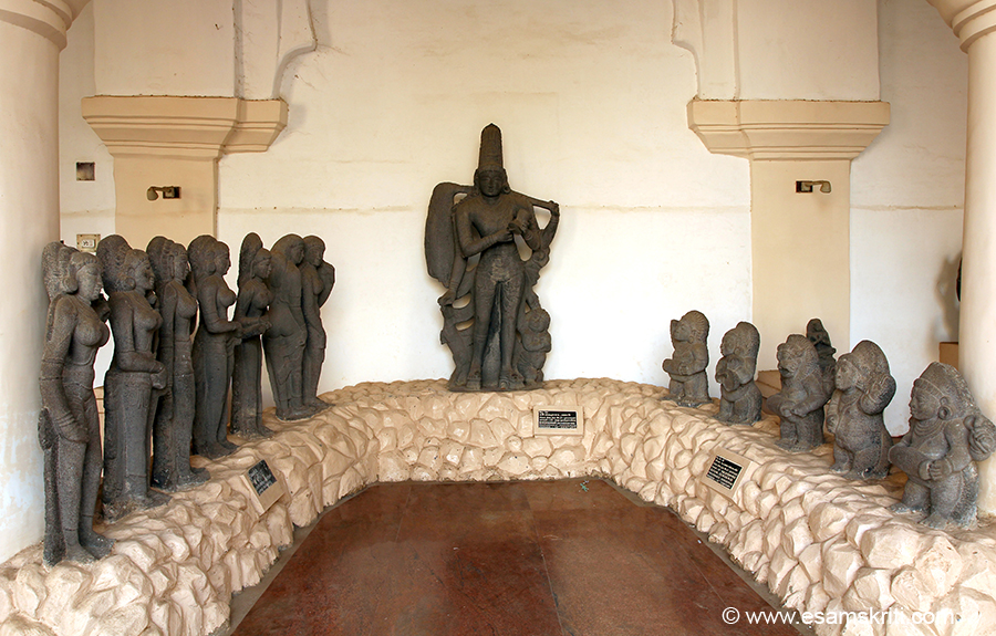 The Art Gallery that forms part of the Palace Complex at Thanjavur is awesome. Large image is a form of Siva by the name BHIKSHADANAR (Siva in beggar form). Right small are SIVA GANAS - all male. Left could not read description - all female.