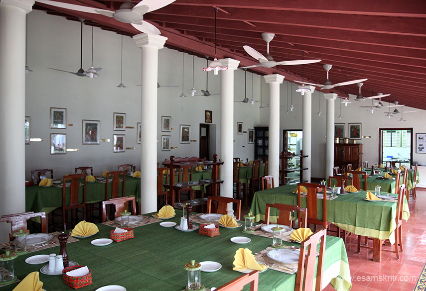 We drove into Karaikudi Chettinad from Thanjavur. After some asking landed at a hotel The Bangala. This album has pics of the hotel, mansion named MSMM House and antique shops. Pics of Chettinad mansions elsewhere is a separate album. This is the dining hall.