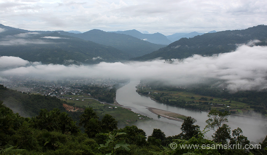 Daporijo is a beautiful place at about 3,000 feet above sea level. It is on the banks of the river Subansiri that you see in the pic. Drive from Daporijo to Ziro took us uphill, took this pic 