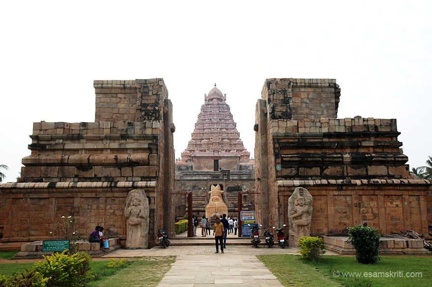 We reached at about 5 pm ish. Skies were overcast, was hoping to get temple pics against the setting sun but Ishwar decided hasve to come again for that. The temple is modelled on the Brihadesvara Mandir Thanjavur. U see temple entrance.