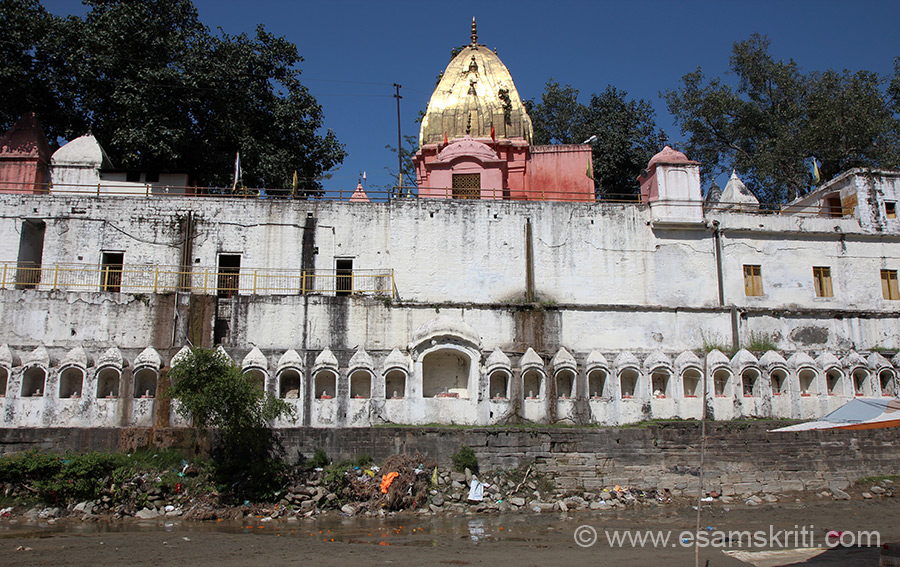 Purmandal is about 40 kms from Jammu, drive from highway is through low lying hills and very green area. It is a complex of ancient temples associated with Shavite Hindus. U see main temple ie on the banks of underground Devak river. Water is not visible but if you put your hand in sand you get water.