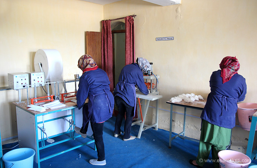 Women Empowerment Centre Leh is about 10 minutes drive from the main market. Women use a simple process to make Sanitary Napkins at about 25 to 30 per day. These