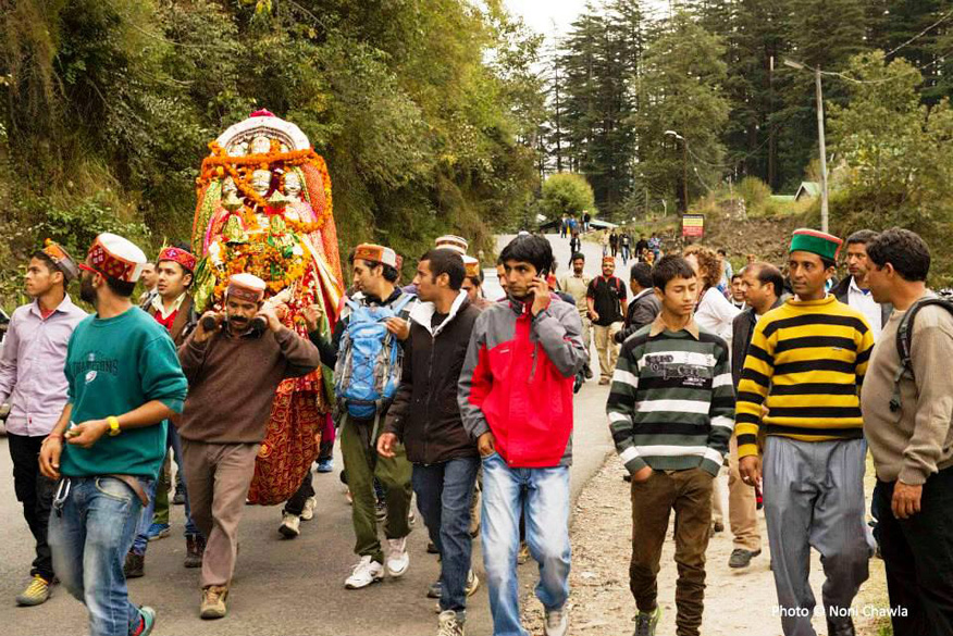 On the highway between Kulu and Manali we saw many processions with ``devtas`` and ``devis`` on their way to Kulu. All the deities are invariably brought by the local people in procession. — at 