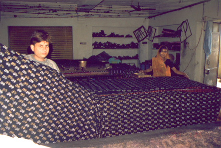 Sanganer is about 16 kms from Jaipur, very close to the Airport. Our aim was to see how world famous hand printed textiles are made. We walked down the main market and found only shops. We were told that hand made textiles were made in small units with re