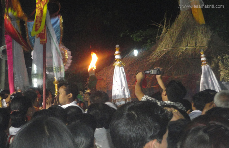 Devotees procession before set ablaze the thatched hut, the image of Lord Krishna was kept at the hut for a while and offered Aarti before set ablaze.