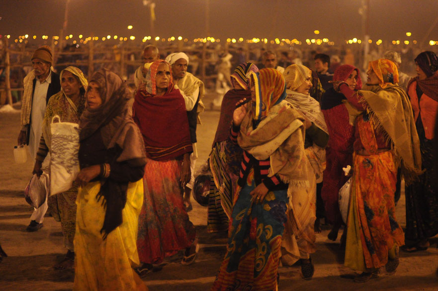 Early morning, before the sunrise on Basant. The ``mahoorat`` on this auspicious day lasted till 9 am, by which an estimated 3 lacs had taken the holy dip in the Sangam. The place was so 