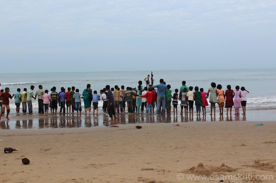 Was there on January 1 so lots of school kids had come with their teachers in tow. U see a group of kids who were too young to venture into the water alone so held hands. Gokarna is about 4 hours