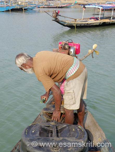 From where I paid money drive another 5 odd minutes to reach jetty. Boats run on diesel. U see boatman getting boat started. Chilika Lake is part salty, part fresh water. Also known