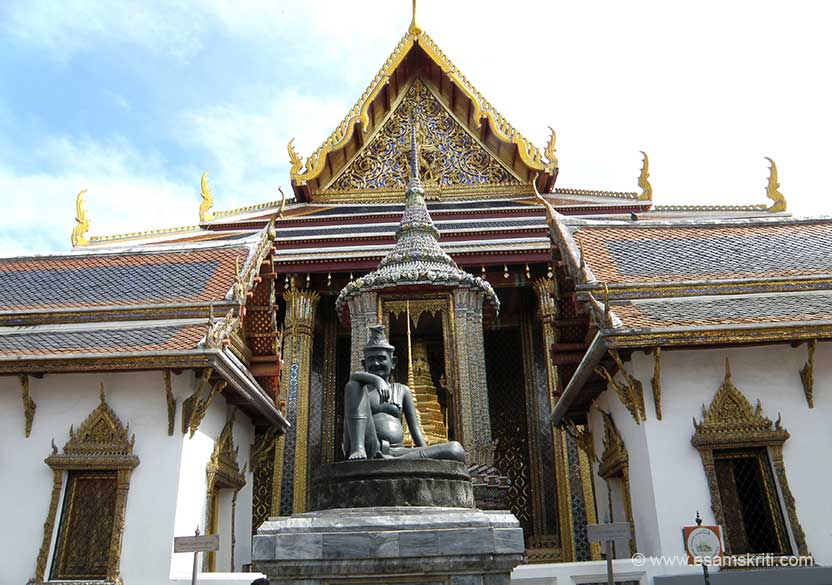 The black statue is Hermit Doctor, considered a patron of medicine, called Hor Phra Rajphongsanusorn. The monastery behind is where Emerald Buddha is kept. Devotees pray to the Hermit Doctor on entering. You take a left turn. The inner gangway has murals from Ramayana. No monks reside in the monastery. Take Grand Palace map, study it before u start walking around.