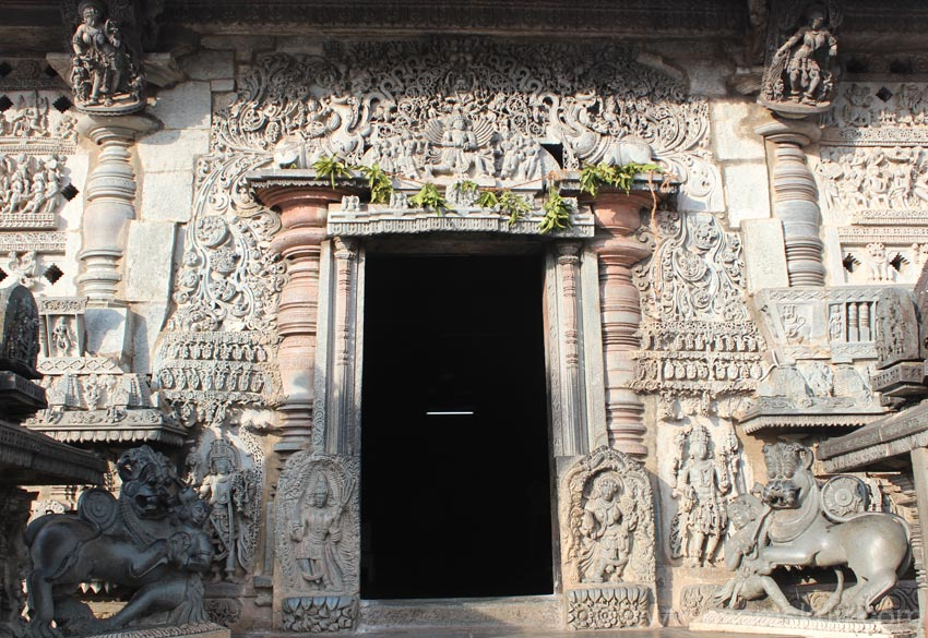 Temple entrance called Makaratorana (makara is an imaginary animal, torana is overhead decoration). Bottom is the royal emblem. On left and right sides u see two pillars on which are sculptures of maidens. 