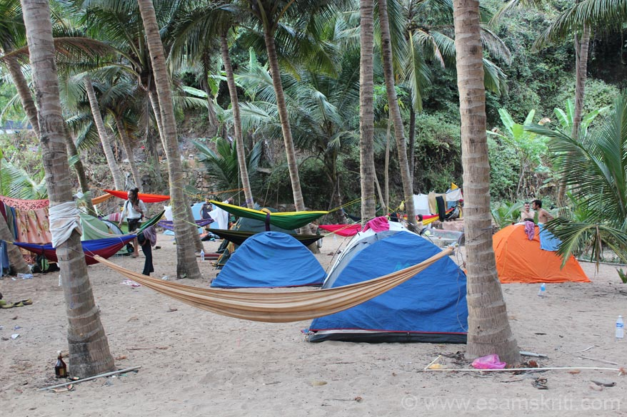 Was told that authorities do not permit restaurents/hotels at Paradise beach. Tourist live in these tents and there is a make do eating place.