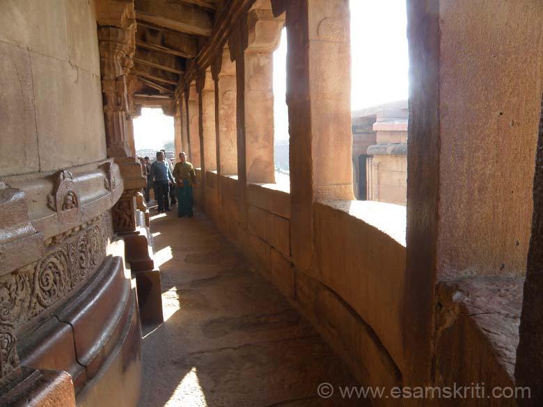 This is the corridor that is all around the outer wall of the temple. There are pillars in the temple and smaller ones to support the structure as you can see in the right of the picture.