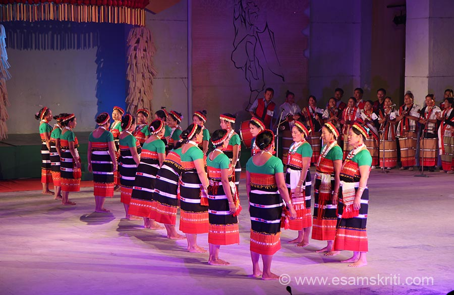 "Zeliangrong group of Naga tribes. I think it is KABUI tribe - community dance. To know about Tribes of Manipur  <a href=""http://themanipurpage.tripod.com/culture/peopleofmanipur.html""target=""_blank"">Click here</a>"