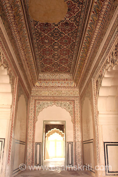 Side entrance to private meeting hall, note the painting on ceiling and wall. Entire Abha Mahal designed in a manner that provided for maximum cross ventilation.