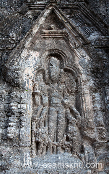 Per Dr Kumaraswamy ``The one on the north has the three heads visible with the fourth at the back is not. The right face is that of a lion and the left is Varaha while the front is Vasudeva. The back obviously was Kapila. According to authorities the lion face is that os Samkarshana an d the Varaha face is that of Aniruddha.``Based on what I clicked assume this is the north image.