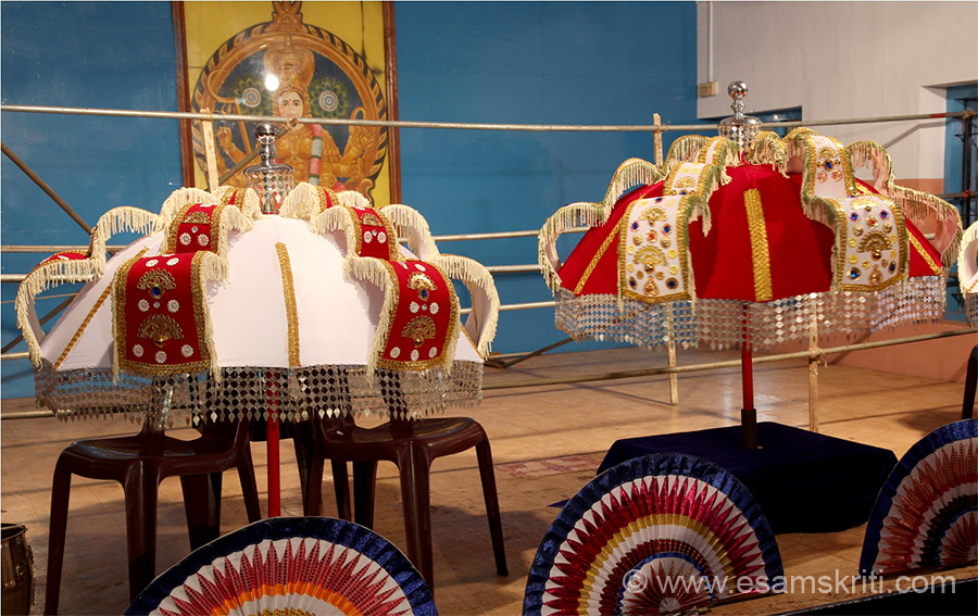 "Some more decorative umbrellas (kuda). To know more about Temples and Deities <a href=""http://thrissurpooramfestival.com/temples_deities.html"" target=""_blank"">Click here</a>"