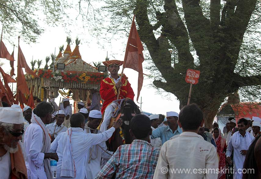 "Horse rider in front of the palkhi. To see more pics of Pandharpur Wari by Saurabh C <a href=""http://siaphotography.in/blog/pandharpur/"" target=""_blank"">Click here</a>"