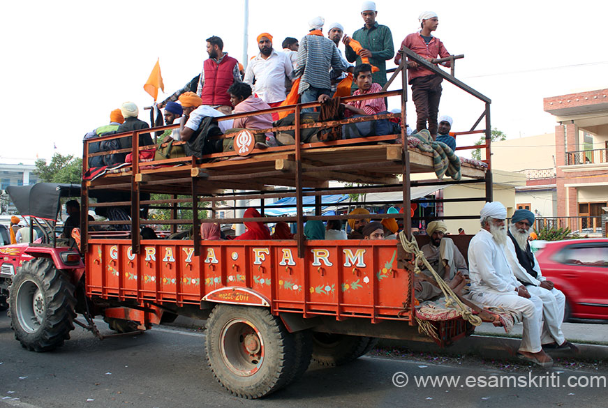 People from all over Punjab come for the festival, some in tractor trollies as you see others in trucks and youngsters on motor cycles. This trolley has two levels. Most people