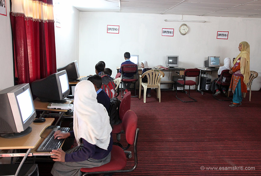 It has 7 computers as of visit i.e. August 2016. The lady that you see has undergone computer training. She teaches the basic esp. typing and importantly makes the child computer friendly. Liked the way she taught the children.
