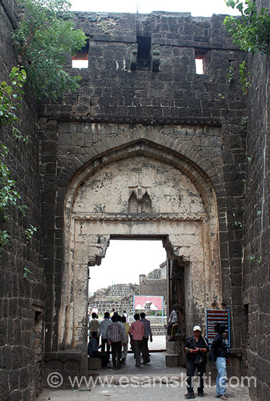 The fort has a moat, its fortified walls had 114 bastions. It is these bastions that the fort is well known for. Unfortunately the fort is not well maintained, there is no Guide to tell you about fort history or even a formal walking path that shows u key things enroute. Entrance to fort. Main entrance to fort is called Hulmukh Darwaza.