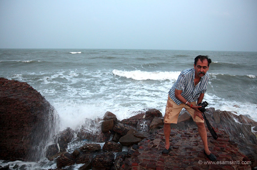 In earlier pic saw people on a brick thing going out into the sea. U see me there. It was high tide, so water was hitting hard against the walls. Loved it. The place is 15kms from Karaikal, 53 kms from Chidambaram and 117 kms from Pondicherry.