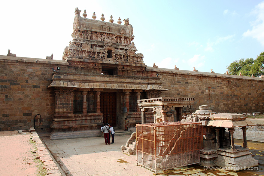 Entrance has a small gopuram. In front is Vinayagar-Bali pita-Nandhi pavilion. We reached at 4 pm so had click pics against evening sun. Raja Chola II 1146-1172 changed his capital from Gangaikonda Cholapuram to Raja Raja puram modern day Darasuram. The king constructed this temple between 1160 to 1162 a.d. Today it is a World Heritage Monument protected by UNESCO.