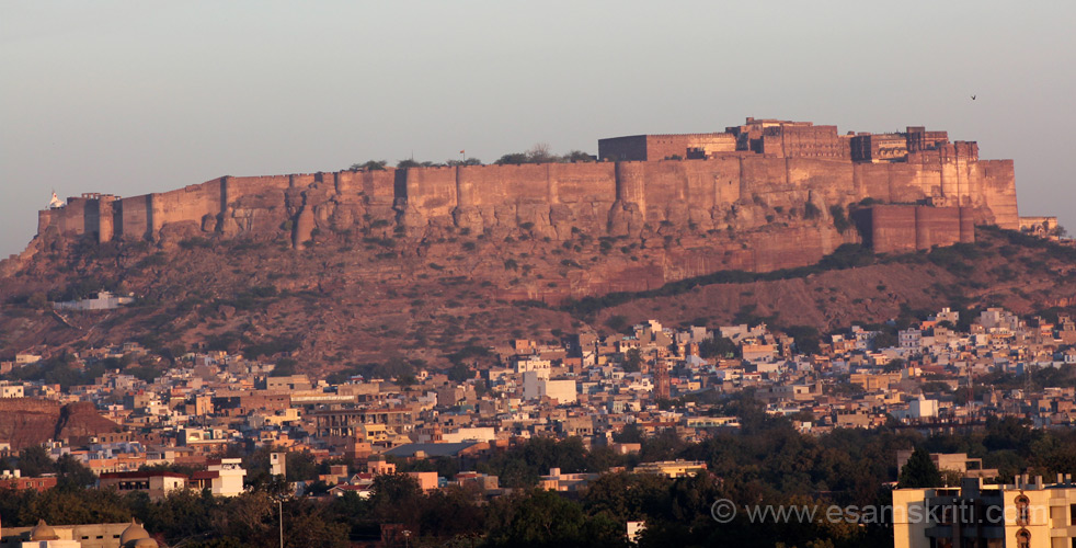 This is east facing view of the Mehrangarh Fort clicked about 7.30 am from the gardens of Umaid Bhawan Palace. Looks so imposing. Hope some buildings are not made so as to 