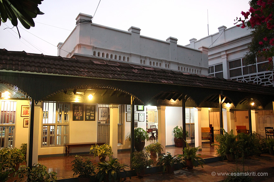 This is the entrance and reception area. It is a small building that was originally made as a club by the founders. Karaikudi is 90kms from Trichy and Madurai and 400 kms from Chennai.