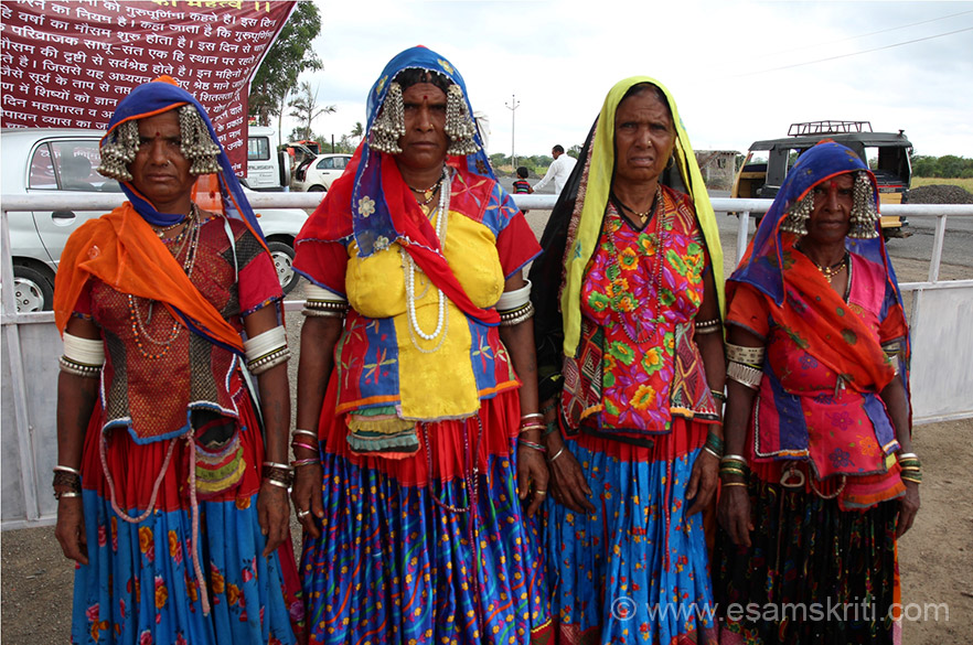 "At entrance to ashram saw these ladies. In dress quite similar to ones I saw in Barmer, Rajasthan. To see pics <a href=""http://www.esamskriti.com/photo-detail/Barmer-Textiles.aspx "" target=""_blank"">Click here</a>"