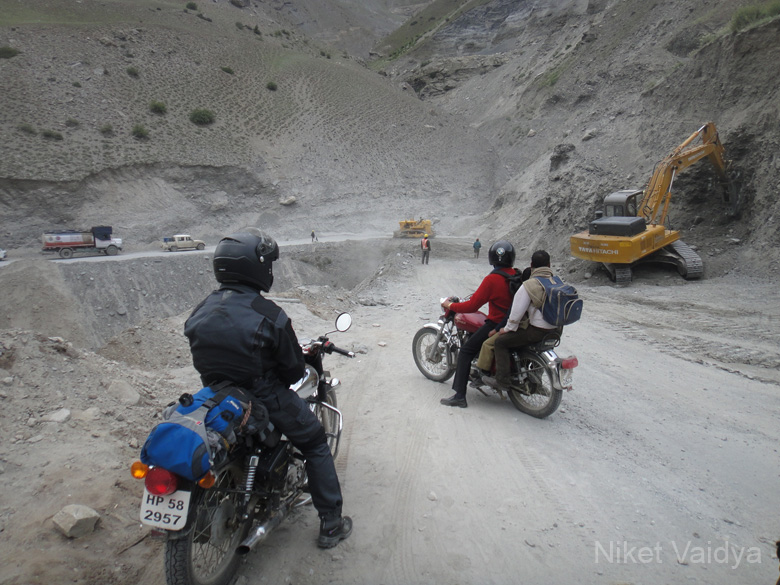 Clearing the road. Over 9 days, we cycled 580 kms crossing many high altitude passes in partly tarmac partly off road mountain terrain.