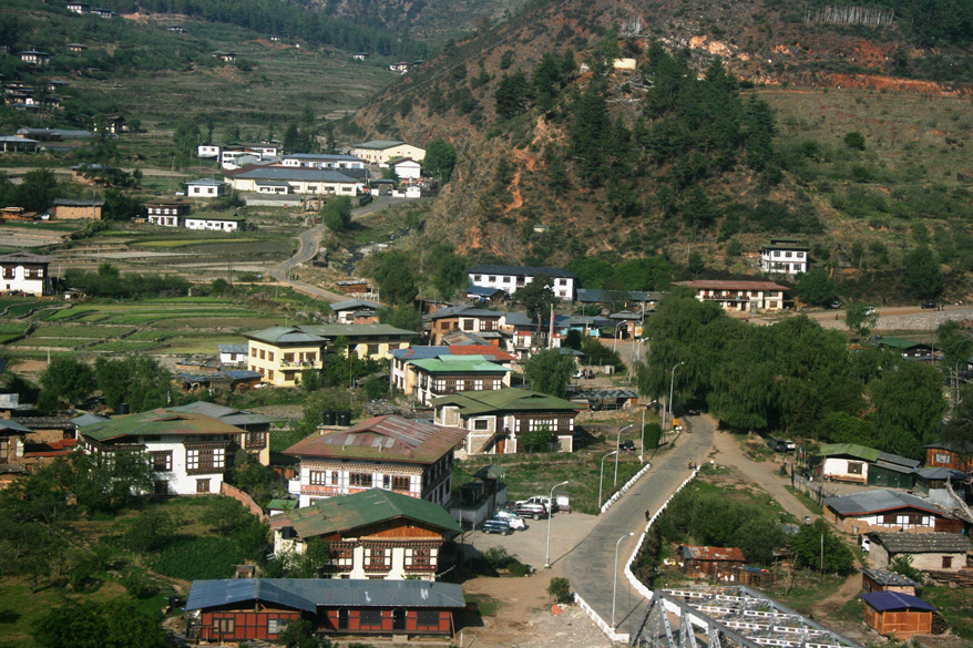 Paro is a very pretty and small city, without the relative hustle and bustle of Thimphu. It is located on the banks of the Paro river.