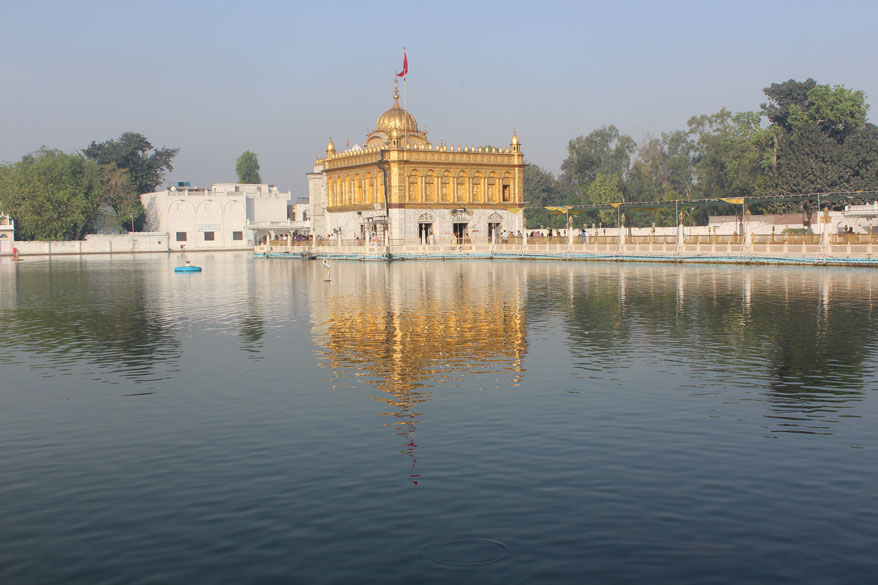 Like Golden Temple this Mandir too has a sarovar or holy pond on all sides. Doing a parikrama or circumbulation round the temple is done before darshan. Amritsar, earlier name Ramdaspur, is