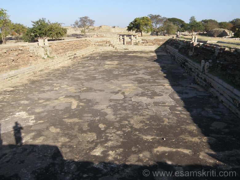 It is called a public-bath, is the largest tank in the enclosure and was perhaps used for jalakrida by the royal women. An open mandapa, on the western side of the tank, might have been used by the royalty to sit and watch games.
