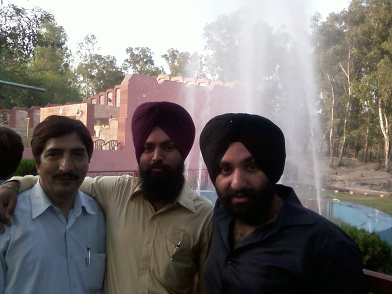 Fountain at border. Happy to see one here because no fountain at Attari Wagah border.