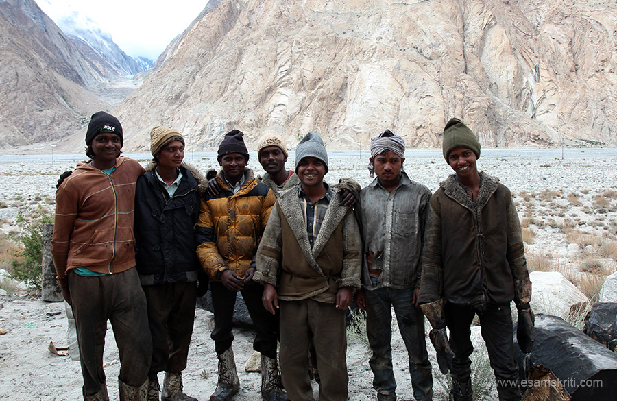 Labourers enroute to base camp. Based on our brief conversation it is most likely they were Bangladeshis.