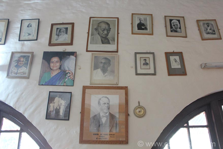 On the wall you see pictures of various people who stayed here. Gandhiji came in 1929. Vijaylaxmi Pandit came in 1935. Other leaders who stayed here are Sri Aurobindo, Ramana