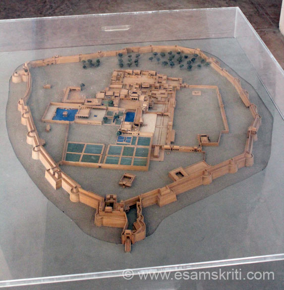 This is a model of fort where u can see its design esp various entrances as referred to in pic 1. The fort was made out of mud in the 4th century by Nagvanshi dynasty, made with stone