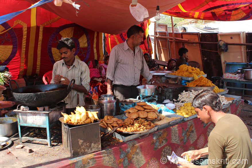 Farmers from various states like UP, MP, Gujarat, Punjab come to trade.  On the cow side of the fair are a number of eating places and shops selling utensils, clothes etc. Shops  sell food items like samosas, kachoris and jalebis amongst others.