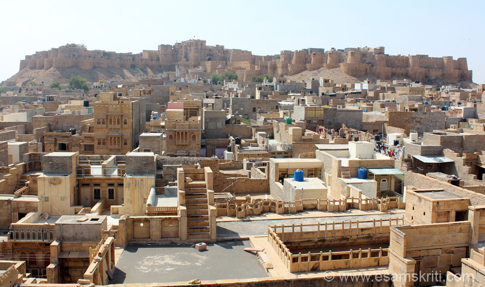 This is view of Jaisalmer Fort from northern side of town, taken from roof top of Pattwa Havelis. In centre of pic u see a flag ie the Royal Palace.
